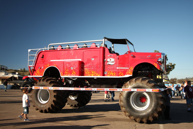 truck τεράτων πυρκαγιάς στοκ εικόνες