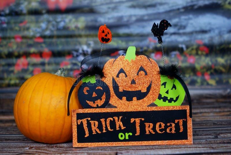 Truco o invitación, calabaza - Halloween fotos de archivo