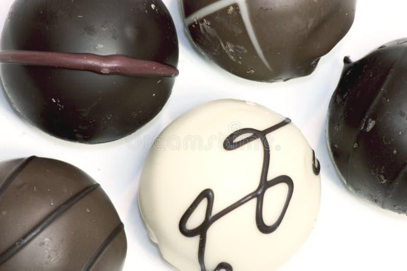 Download Trufas de chocolate imagem de stock. Imagem de branco, insalubre - 104841