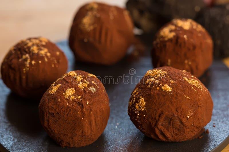 Trufas de chocolate deliciosas foto de stock