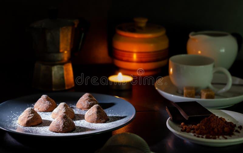 Trufas de chocolate hechas en casa fotos de archivo