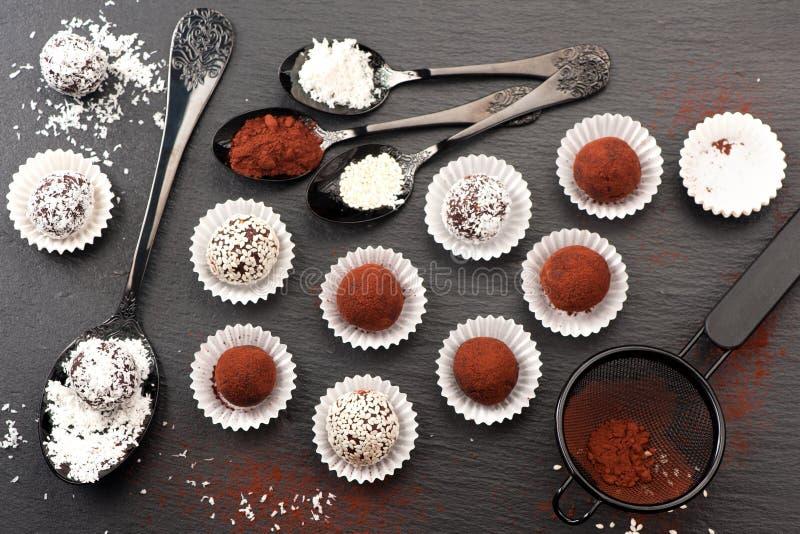 Trufas dos doces de chocolate imagens de stock royalty free