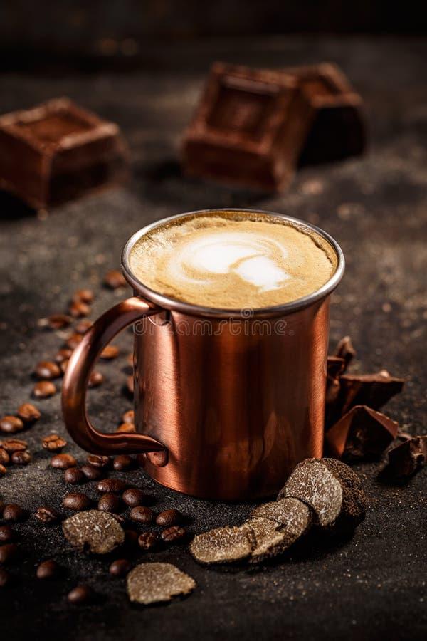Truffe et latte de café aromatisé par chocolat photos stock