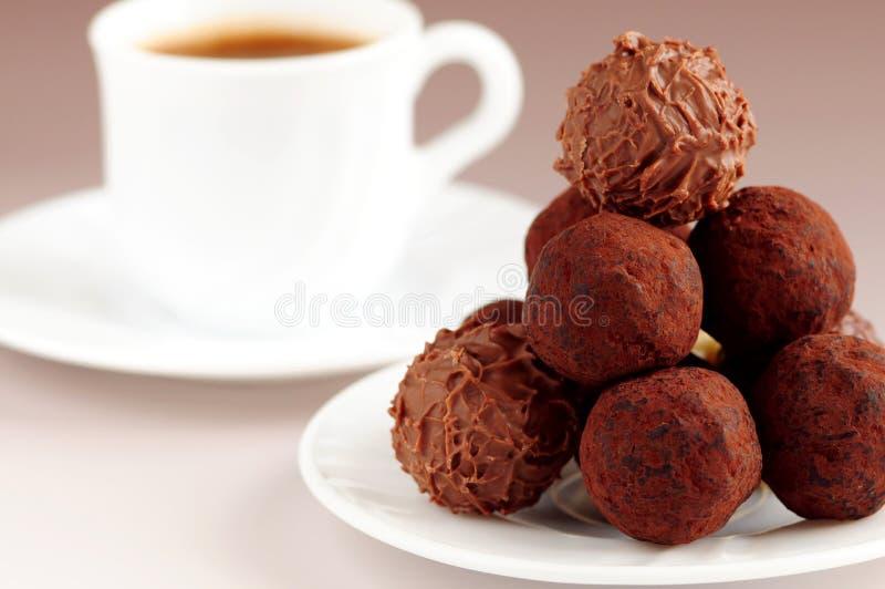Truffes et café de chocolat photographie stock libre de droits