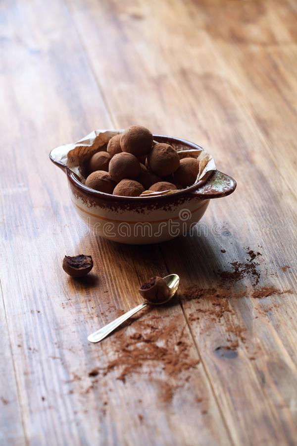 Truffes vitrées par chocolat de Vegan photo stock