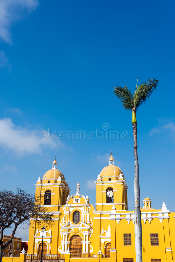 Trujillo Kathedraal en Palm stock afbeelding