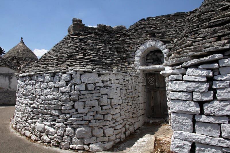 Trullas - as casas de pedra tradicionais com um telhado cônico, incluíram no patrimônio mundial do UNESCO fotos de stock royalty free