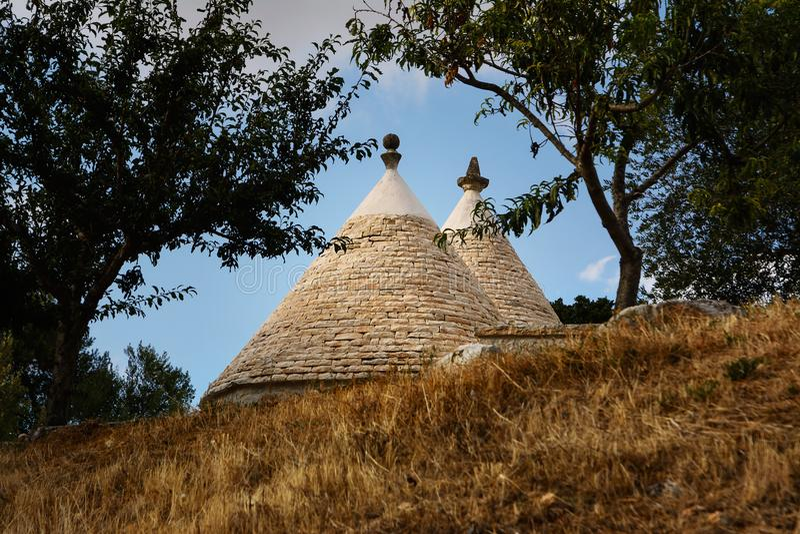 Trulli屋顶在乡下 免版税库存照片