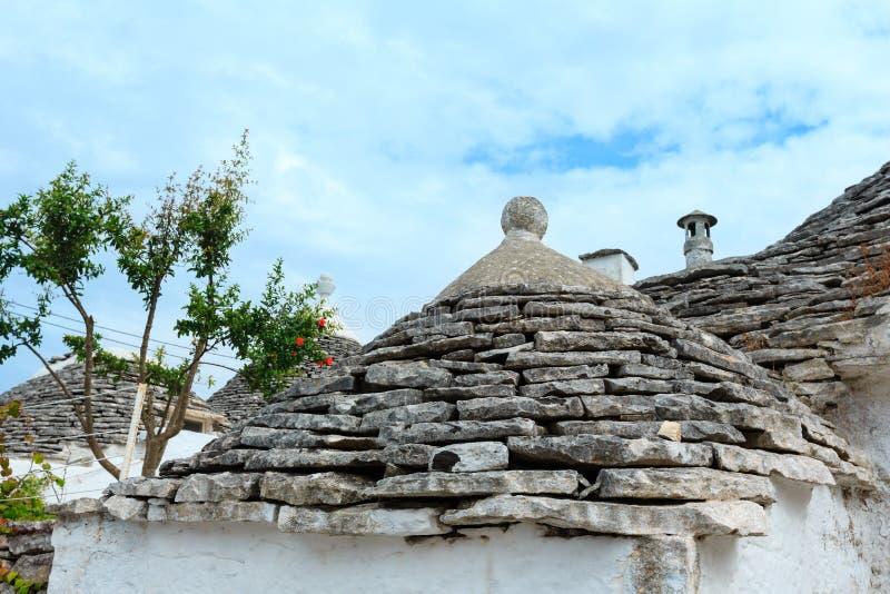 Trulli abriga telhados em Alberobello, Itália foto de stock royalty free
