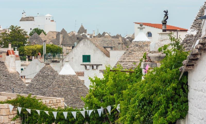 Trulli abriga telhados em Alberobello, Itália imagem de stock royalty free