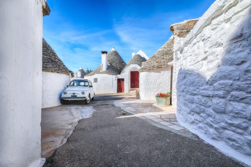 Trulli Alberobello dom?w ulicy typowy widok obraz stock