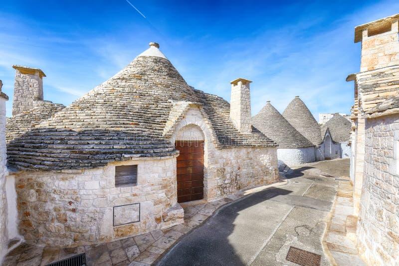 Trulli Alberobello dom?w ulicy typowy widok zdjęcia royalty free