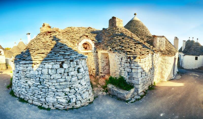 Trulli Alberobello dom?w ulicy typowy widok obraz royalty free