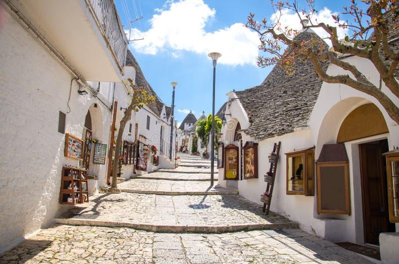 Trulli-Häuser im Alberobello-Stadt-Dorf, Puglia, Süd-Ital stockfotografie
