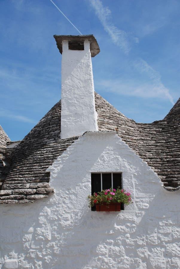 Trullo avec la cheminée, Alberobello image stock