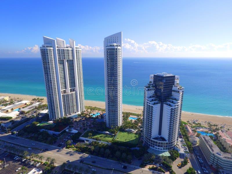 Trumf står högt Sunny Isles Beach Florida arkivfoto