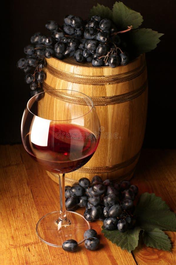 trummadruvarött vin royaltyfri bild