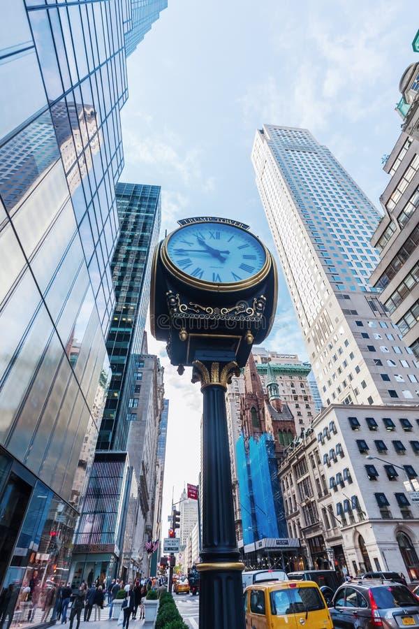 Trump башня с античными часами в Манхаттане, NYC стоковые фотографии rf