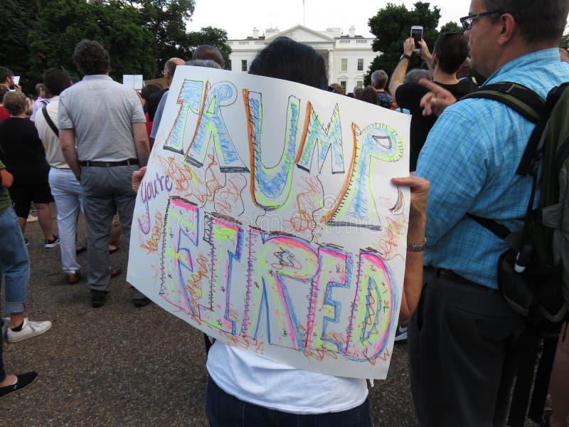 Trump vous ` au sujet de mettre le feu images libres de droits