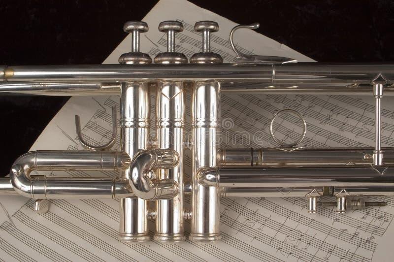 trumpet för musikark royaltyfri bild