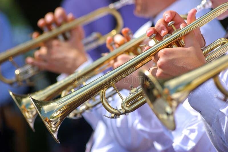 Trumpeter i orkester royaltyfri fotografi