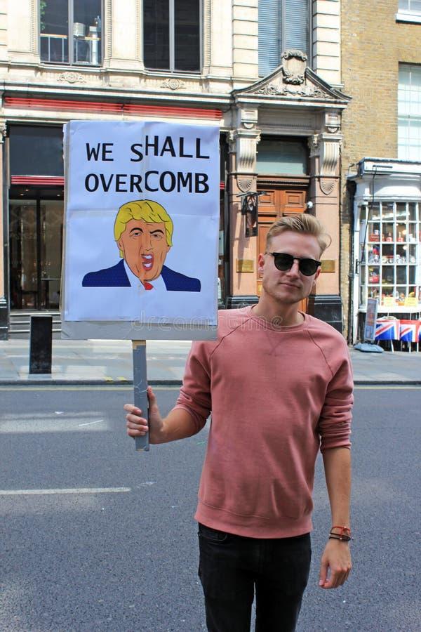 Trumpf-Demonstrationszug London, am 13. Juli 2018: Antidonald-Trumpfplakate stockfotografie