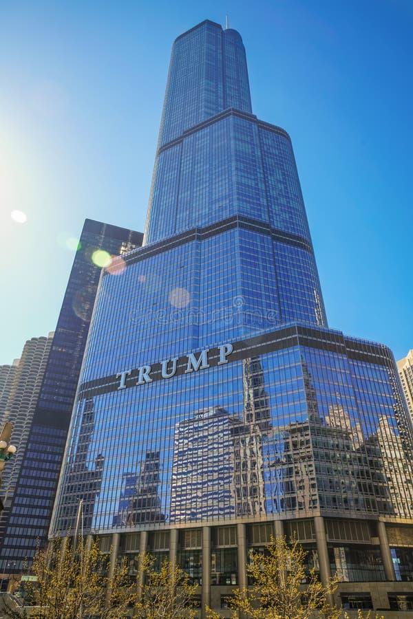 Trumpf-internationales Hotel und Kontrollturm stockbild