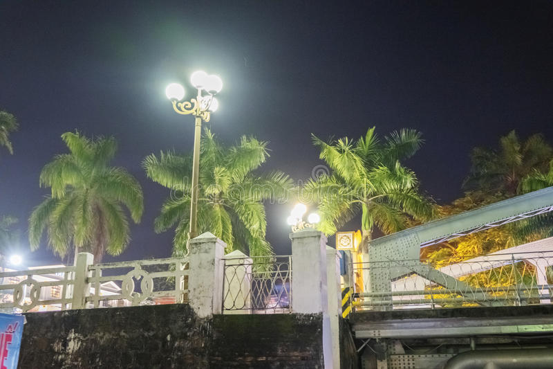 Truong连队桥梁夜视图在颜色的 库存图片