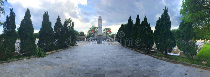Truong Son martyrs kyrkog?rd i Hai Phu, Hai Boi, Quang Tri Jordf?stningst?llet av martyr offrades under kriget mot royaltyfri fotografi