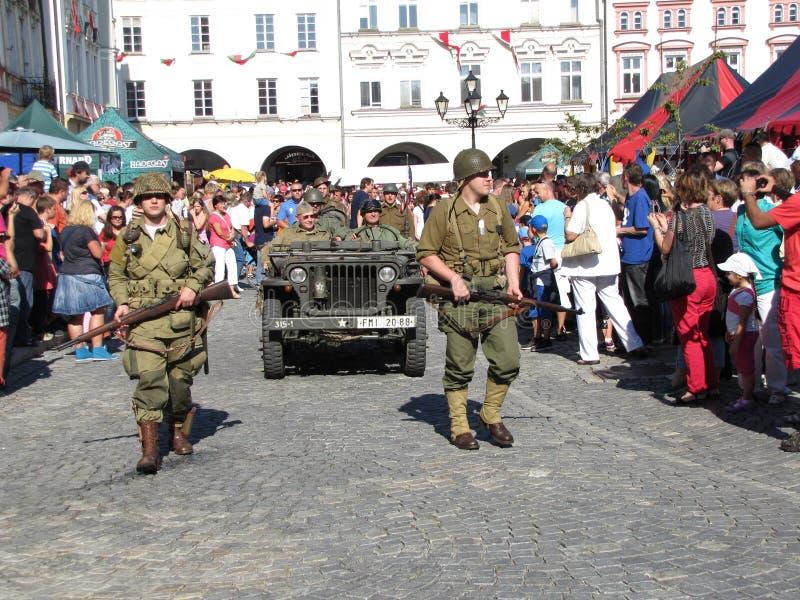 Truppe americane di WWII durante la parata fotografia stock libera da diritti
