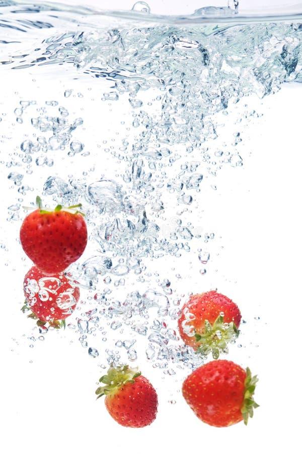 truskawki woda zdjęcie royalty free