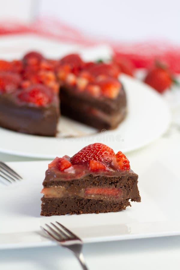 Truskawkowy czekoladowy tort fotografia stock