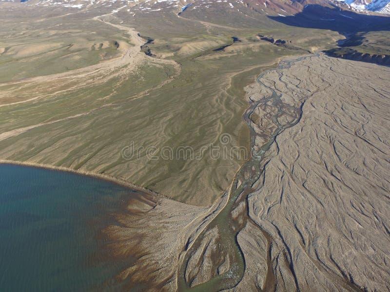 Trutnia powietrzny wizerunek fluvial rzeczna dolina w północnym wschodzie Greenland obraz stock
