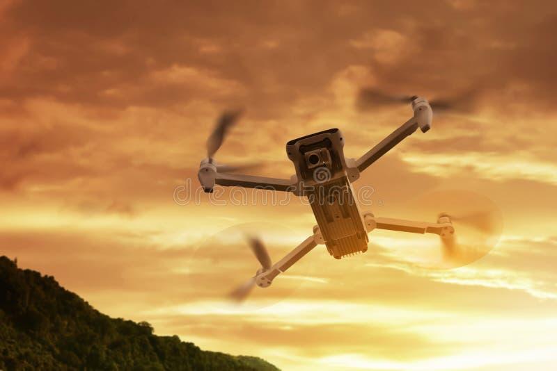 Trutnia quadcopter z cyfrowej kamery lataniem fotografia stock