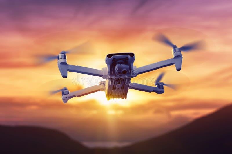 Trutnia quadcopter z cyfrowej kamery lataniem zdjęcie stock
