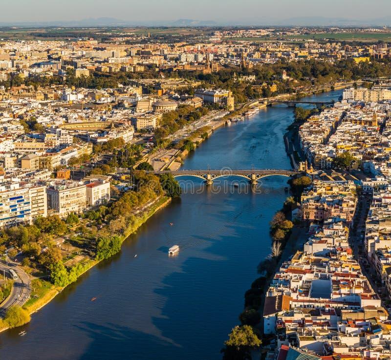 Trutnia widok stary w centrum Sevilla przy zmierzchem zdjęcie stock