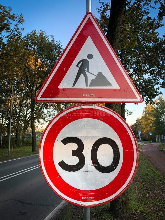Trwa praca znaku drogowego obrazy royalty free