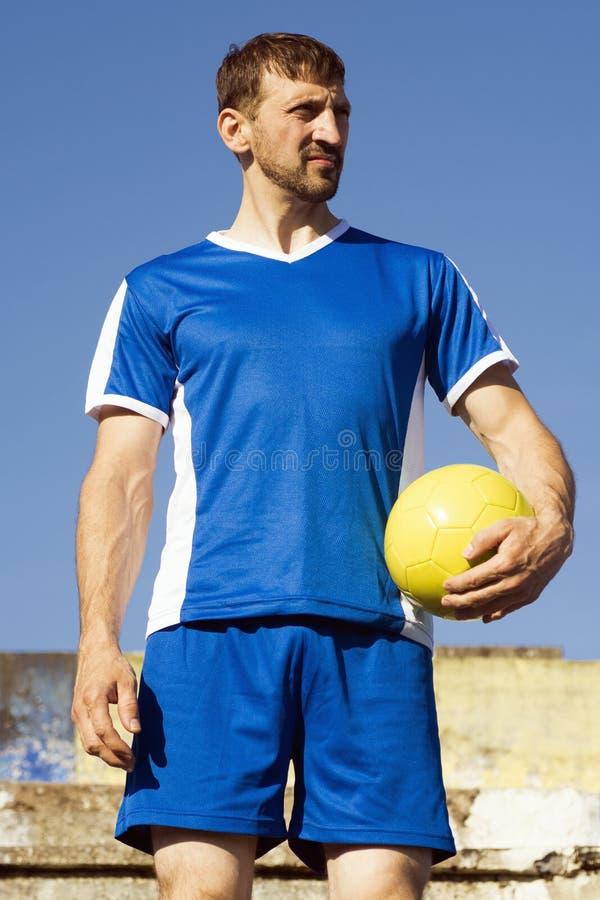 Trwanie gracz piłki nożnej fotografia stock
