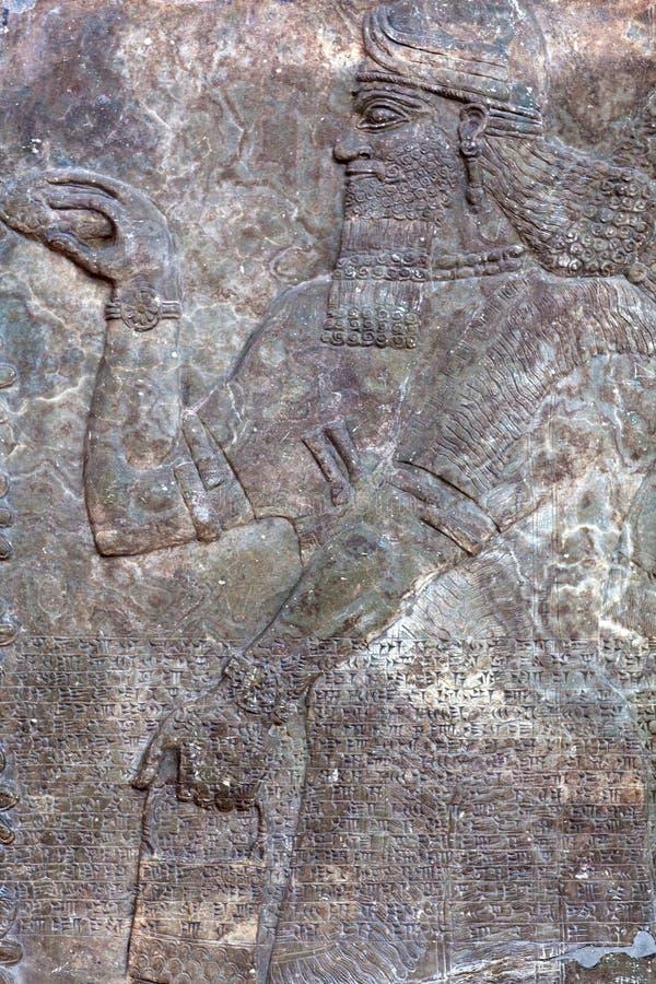 Trwanie krasnoludkowie - antyczna reliefowa cegiełka od ściany od pałac obraz stock