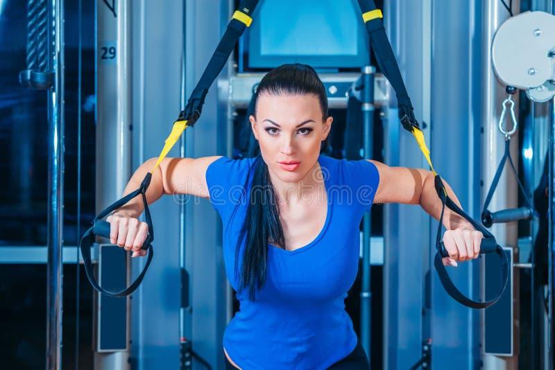 TRX sprawność fizyczna, sporty, ćwiczenie, technologia i obrazy royalty free