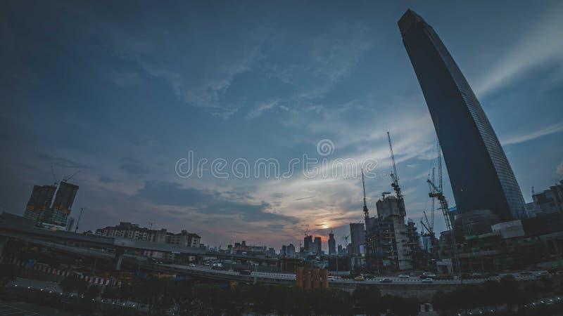 TRX Tun Razak Exchange o torre del intercambio 106 imagen de archivo