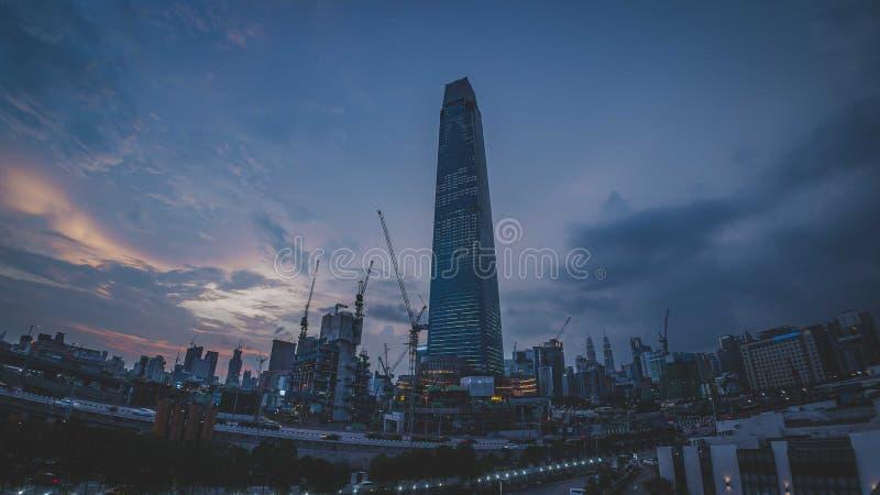 TRX Tun Razak Exchange o torre del intercambio 106 fotografía de archivo