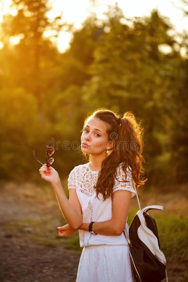 Tryck för dina T-tröja isolerad kyss för luftbakgrund flicka little som är vit royaltyfri fotografi