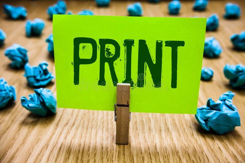 Tryck för ordhandstiltext Affärsidé för symboler för jordbruksprodukterbokstavsnummer på papper vid maskinen genom att använda pa royaltyfri fotografi