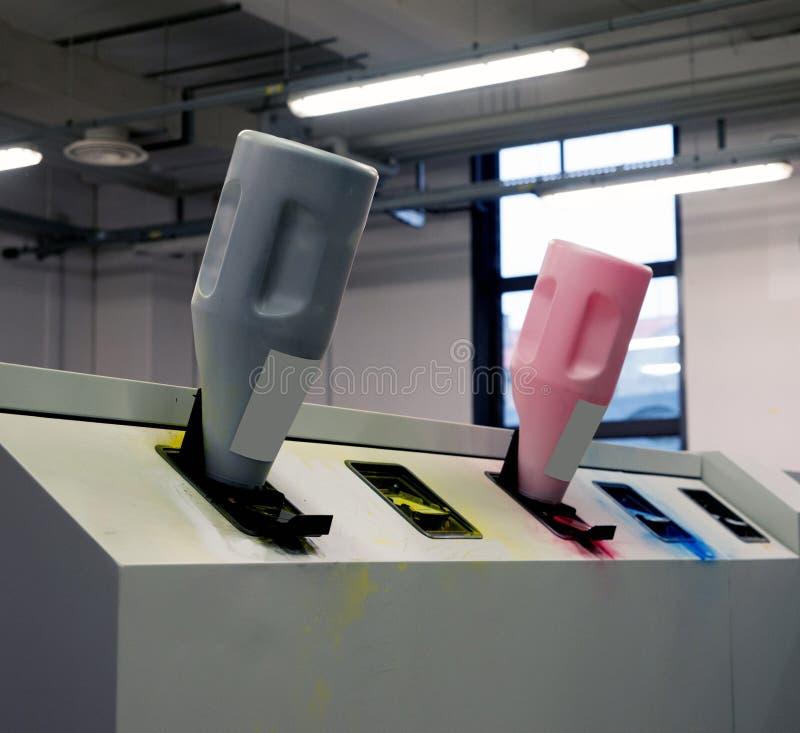 Trycket shoppar - maskinen för Digital pressprinting arkivfoto