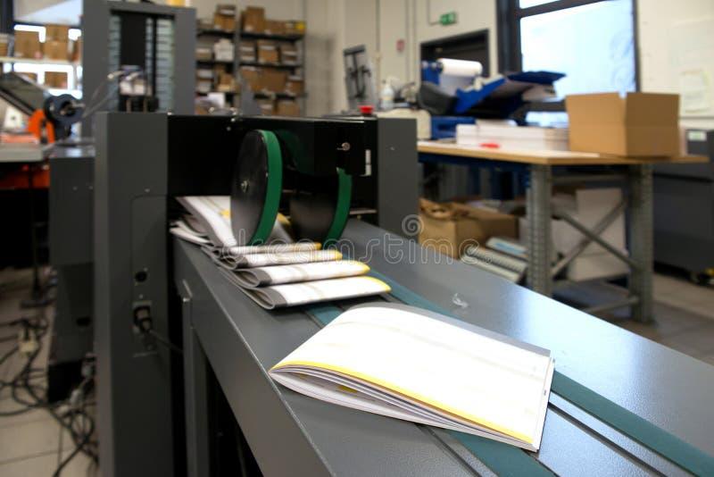 Trycket shoppar & x28; tryck på printing& x29; - Fulländande linje fotografering för bildbyråer