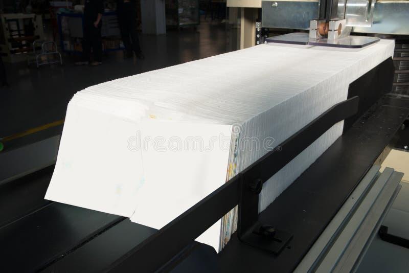 Tryckpress - maskin för pappers- servetter royaltyfri foto