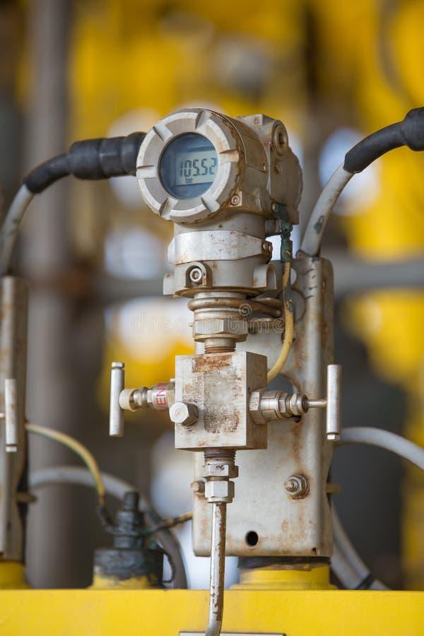 Trycksändare för bildskärm och som överför mäta värde till programmerbar logikkontrollantPLC för att kontrollera fossila bränslen royaltyfri bild