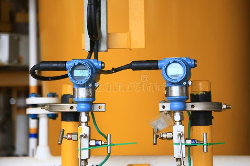 Trycksändaren i fossila bränslenprocess, överför signalen till kontrollant- och läsningtryck i systemet, elektronisk omformare royaltyfri bild