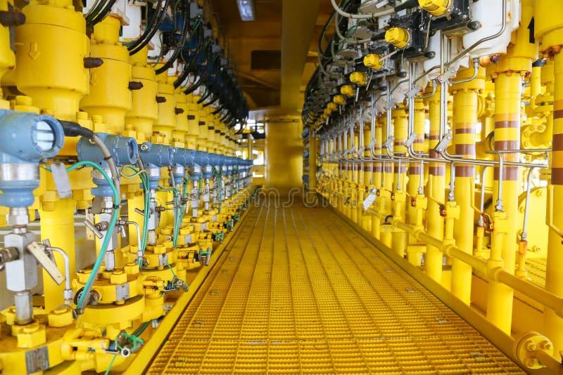 Trycksändaren i fossila bränslenprocess, överför signalen till kontrollant- och läsningtryck i systemet, sändare i olja royaltyfri bild